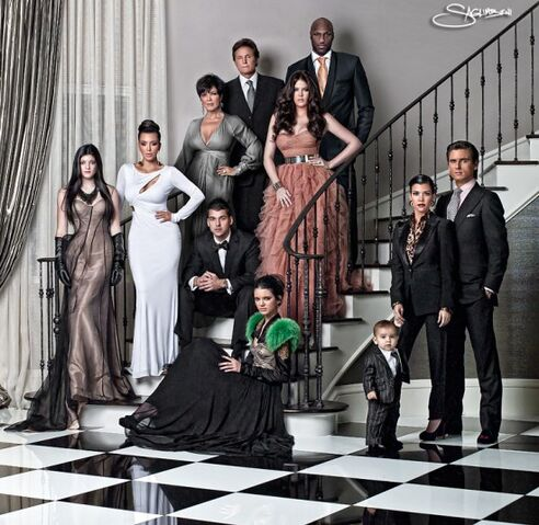 File:Kim Kardashian kardashian family christmas card.jpeg