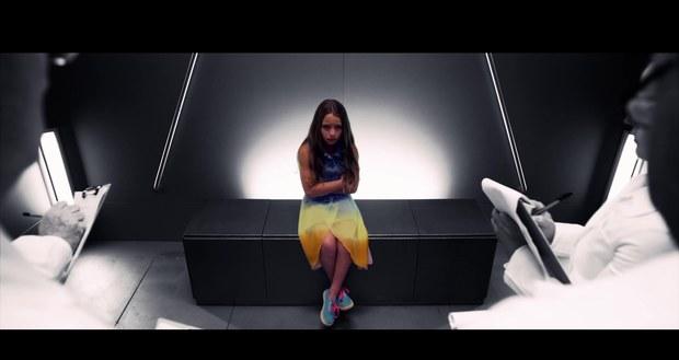 File:Little-girl-kelly-clarkson-people-like-us-video.jpg