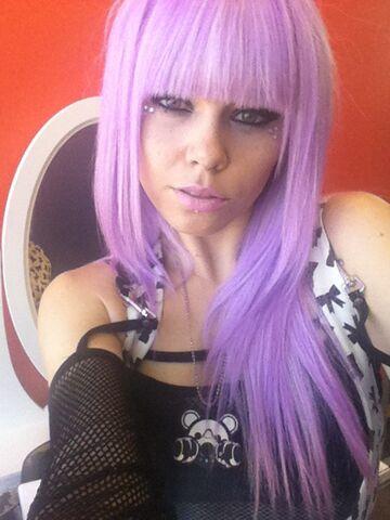File:Kerli purple hair 7.jpg