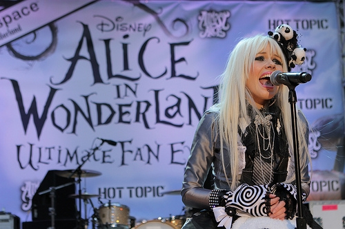 File:Alice In Wonderland Ultimate Fan Event (9).jpg