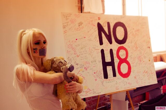File:Kerli NOH8 Campaign Behind the Scenes Celebuzz 7.jpg