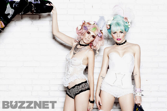 File:Kerli and Audrey Kitching 4.jpg