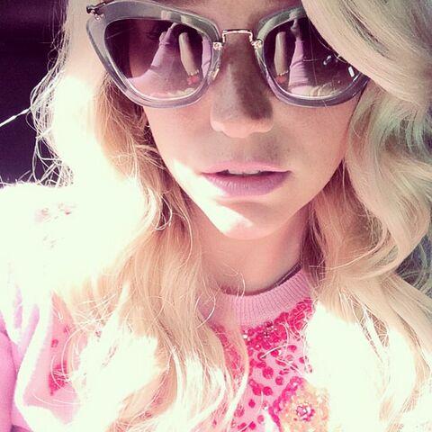 File:Keshas instagram 83 2014.jpg