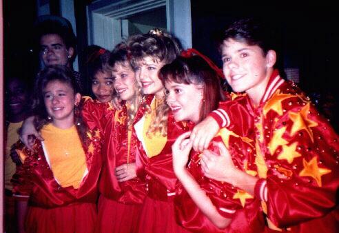File:1989 ensemble cast on set 5 from DeniseF zps468d25d7.jpg