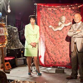Paździochowie organizują spektakl o kupnie prześcieradła w piwnicy w odcinku Pampeluna.