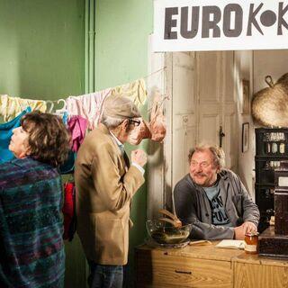 Kopciński i Kwiatkowska rozmawiają z Ferdkiem na temat ceny artykułów.