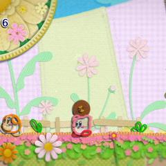 Kirby caminando detrás de un Waddle Dee mientras coge a un enemigo.