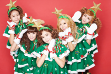 Crayon Pop Lonely Christmas group photo