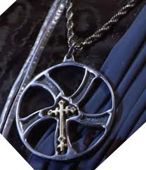 File:Glaive necklace.jpg