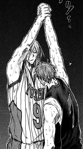 File:Murasakibara helps Kiyoshi up.png