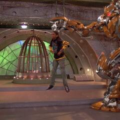 The Robot catches Leo