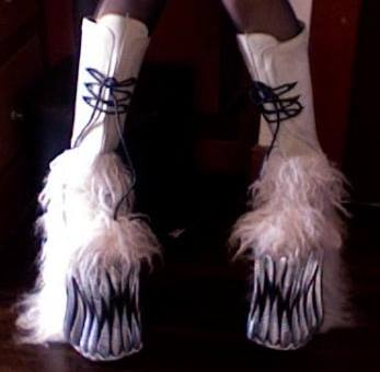 File:Swear Alternative - Kiss platform boots.jpg