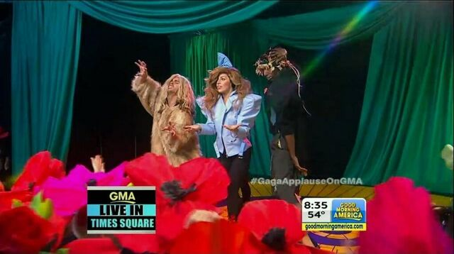 File:9-9-13 GMA Performance 004.jpg