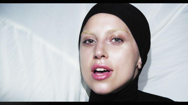 File:Applause Music Video 038.jpg