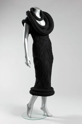 File:Alexander-mcqueen-rtw-fall-2009-knit-dress.jpg