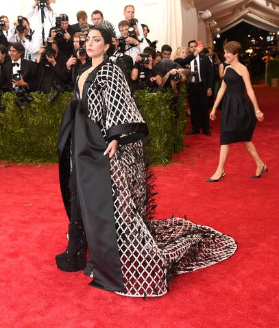File:5-4-15 Red carpet at 2015 Met Gala in NYC 001.jpg