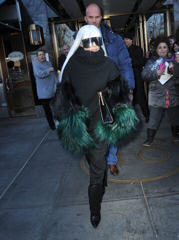 File:3-26-14 Leaving her apartment in NYC 001.jpg