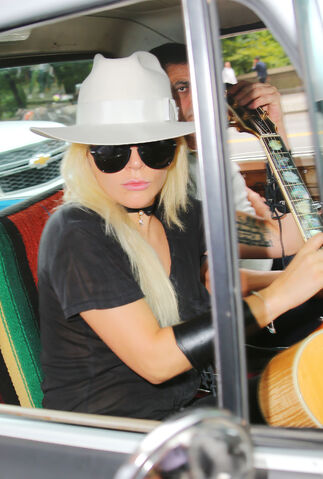 File:8-1-16 Leaving her apartment in NYC 003.jpg