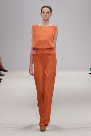 File:Georgia Hardinge - ''Cubed'' Spring-Summer 2012 RTW Collection.jpg