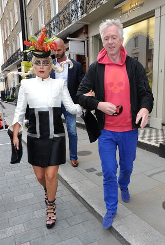 File:6-10-15 Leaving Philip Treacy Shop in London 001.jpg