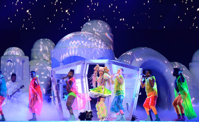 File:5-8-14 Applause - artRAVE The ARTPOP Ball 001.jpg