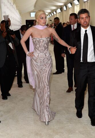 File:3-2-14 At The Oscars Elton John's White Carpet 003.jpg