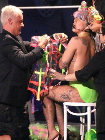 File:Lady-gaga-artpop-tour-2014-1399371023-view-1.jpg