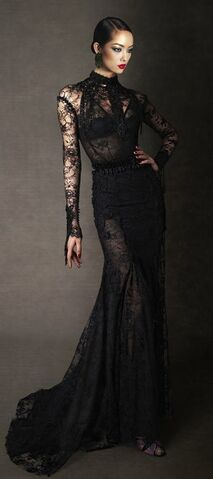 File:Tom Ford Fall 2011 Lace Evening Dress.jpg