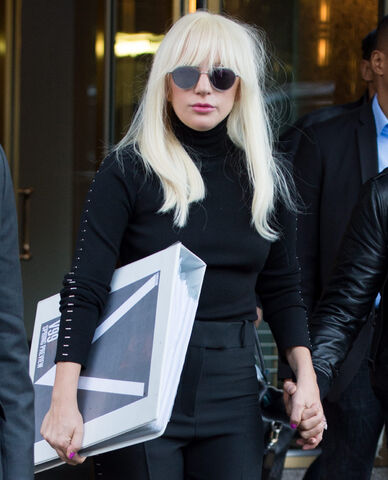 File:10-20-15 Leaving her apartment in NYC 002.jpg