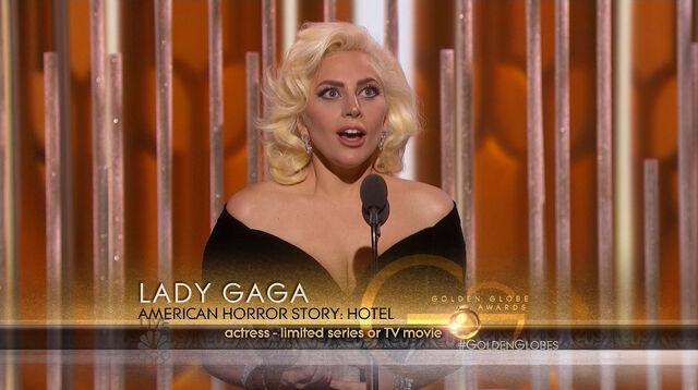 File:Golden Globes 2016 Live Screenshot 06.jpg