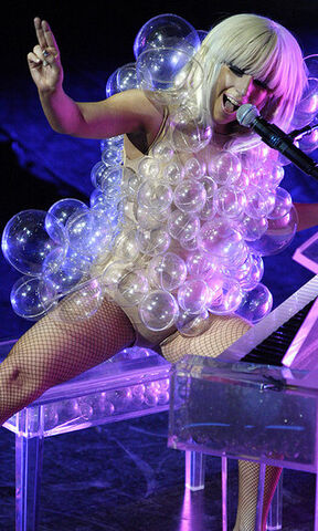 File:Gaga-bubbles.jpg