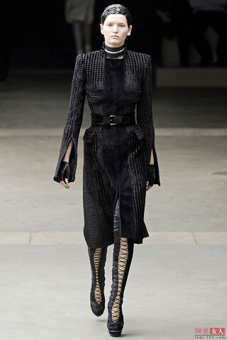 File:Alexander McQueen FW 2011 Dress.jpg