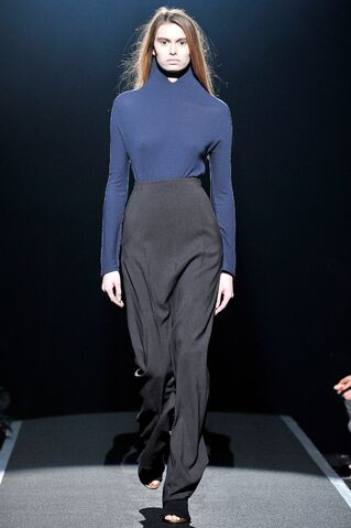 File:Maison Martin Margiela - Fall 2009 RTW - Pants.jpg
