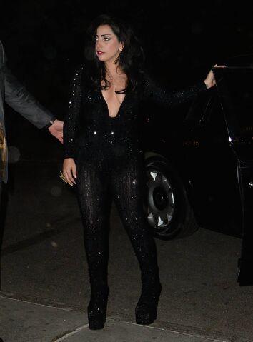 File:5-5-15 Leaving Diamond Horseshoe Nightclub in NYC 001.jpg