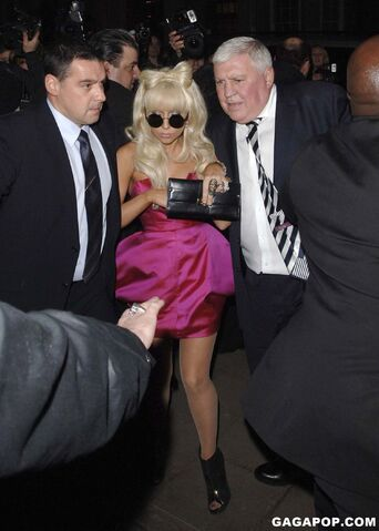 File:2-18-09 Arriving at Claridge's Hotel in London 001.jpg