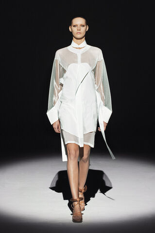 File:Hussein Chalayan Spring 2011 RTW White Dress.jpg