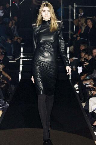 File:Maison Martin Margiela - Fall 2009 RTW - Longsleeve leather dress.jpg