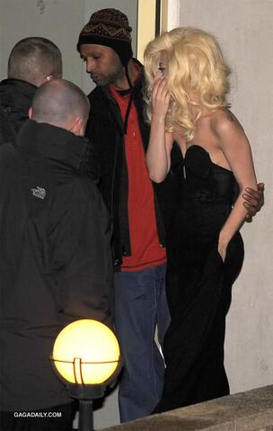 File:12-6-09 arriving at the x factor 03.jpg