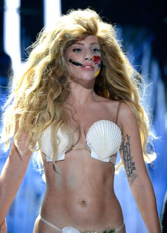 File:8-25-13 VMA Performance 013.jpg