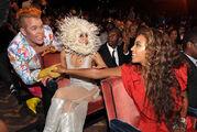 Beyonce-Perez-Hilton-Lady-Gaga-VMA-09-Backstage-Moments