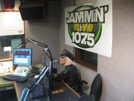 File:3-17-09 107.5 JAMMiN' FM 001.jpg
