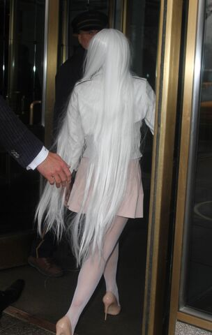 File:2-19-14 Arriving at her apartment 004.jpg