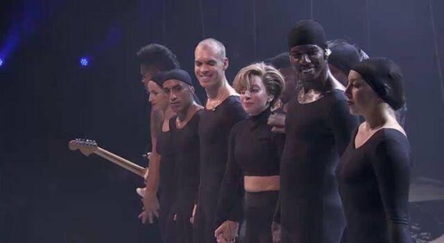 File:9-1-13 iTunes Festival - Applause performance 002.jpg