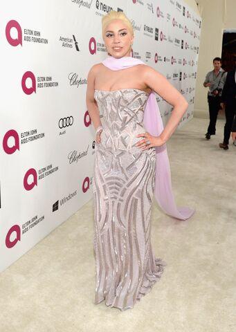 File:3-2-14 At The Oscars Elton John's White Carpet 001.jpg