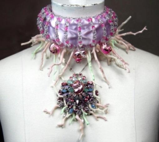 File:Erickson Beamon - Custom necklace.jpg