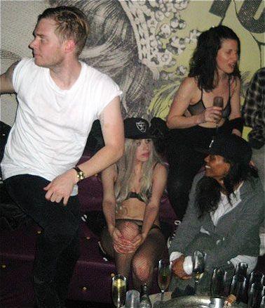 File:5-9-10 At Stureplan Nightclub in Stockholm 001.jpg