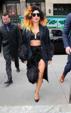 File:12-2-14 Arriving at The Howard Stern Show in NYC 001.jpg