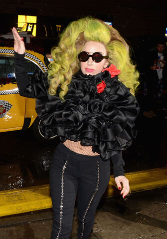 File:4-7-14 Arriving at Roseland Ballroom in NYC 002.jpg