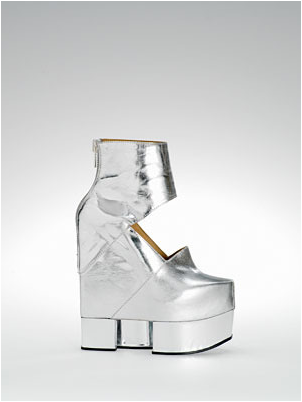 File:Fall 2009 Boots Acne.png