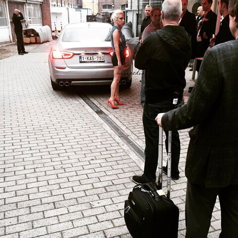 File:7-12-15 Leaving Waldorf Astoria Hotel in Amsterdam 001.jpg